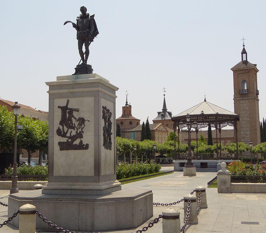 alcala henares monumento a miguel cervantes