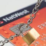 Bloqueo de cuentas bancarias